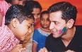 Hrithik Roshan played holi with kids