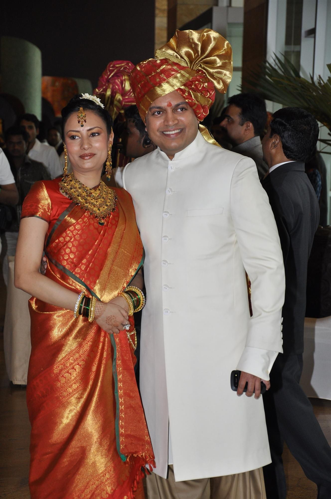 amit deshmukh posing with wife aditi at his brother ritesh