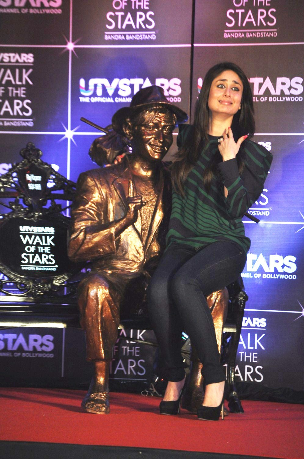 Kareena Kapoor sitting in the lap of the statue of her ...