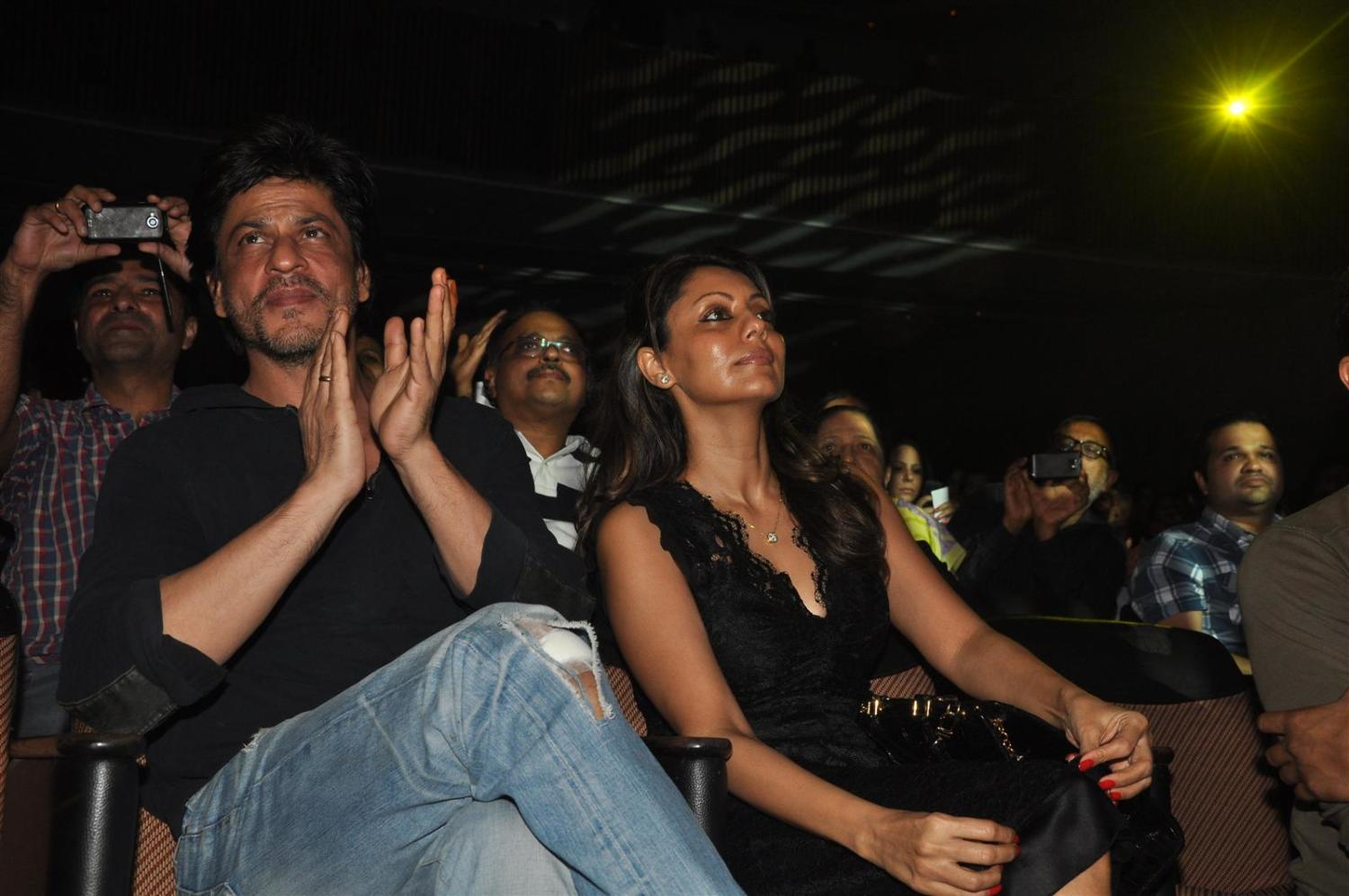 shahrukh khan with wife gauri checking out dance