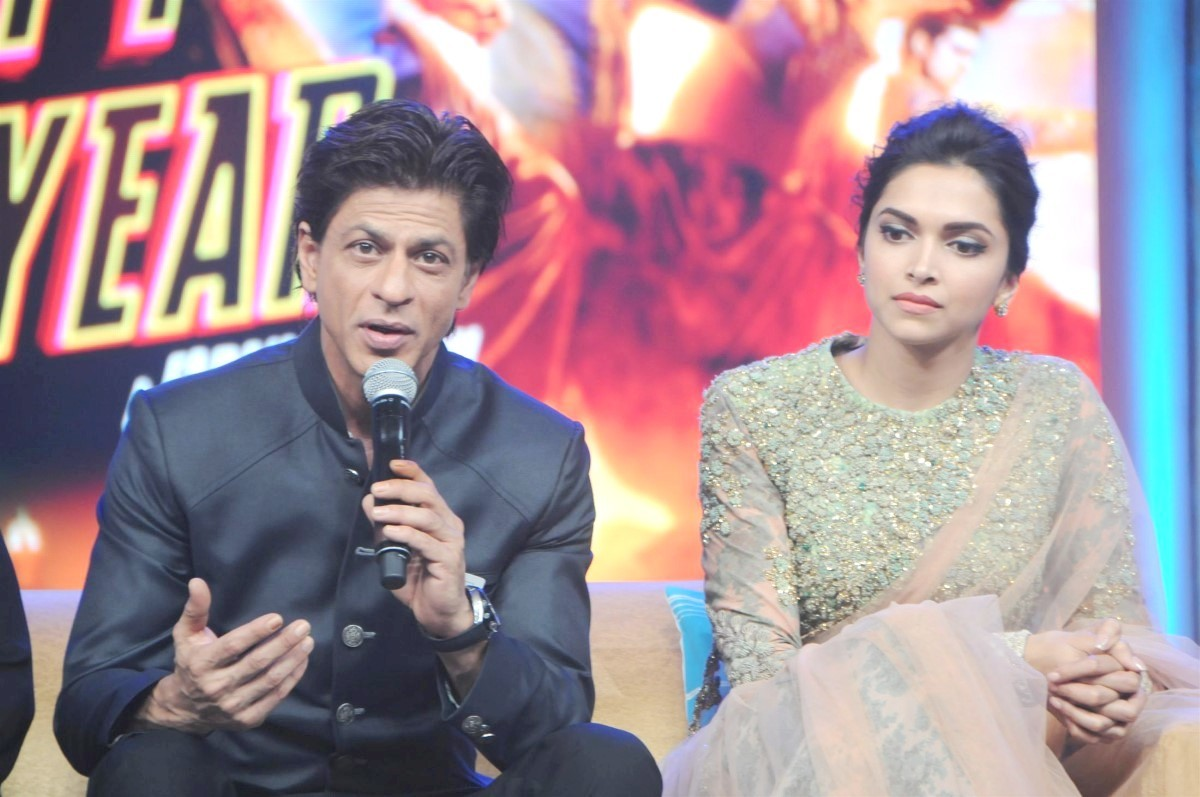 Deepika Padukone with Shah Rukh Khan at film Happy New ...