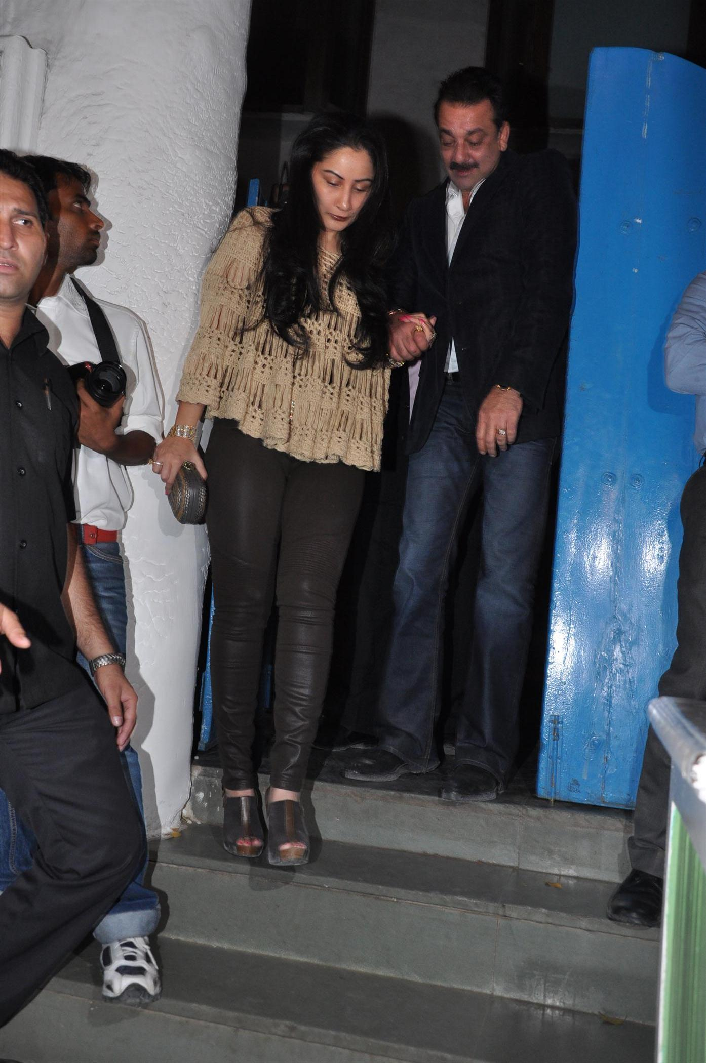 Sanjay Dutt With Manyata Dutt At Wedding Reception Party Of Producer Bunty Walia In Mumbai 2 Rediff Bollywood Photos On Rediff Pages The film producer threw a bash after getting hitched to vanessa parmar. sanjay dutt with manyata dutt at wedding reception party of producer bunty walia in mumbai 2 rediff bollywood photos on rediff pages