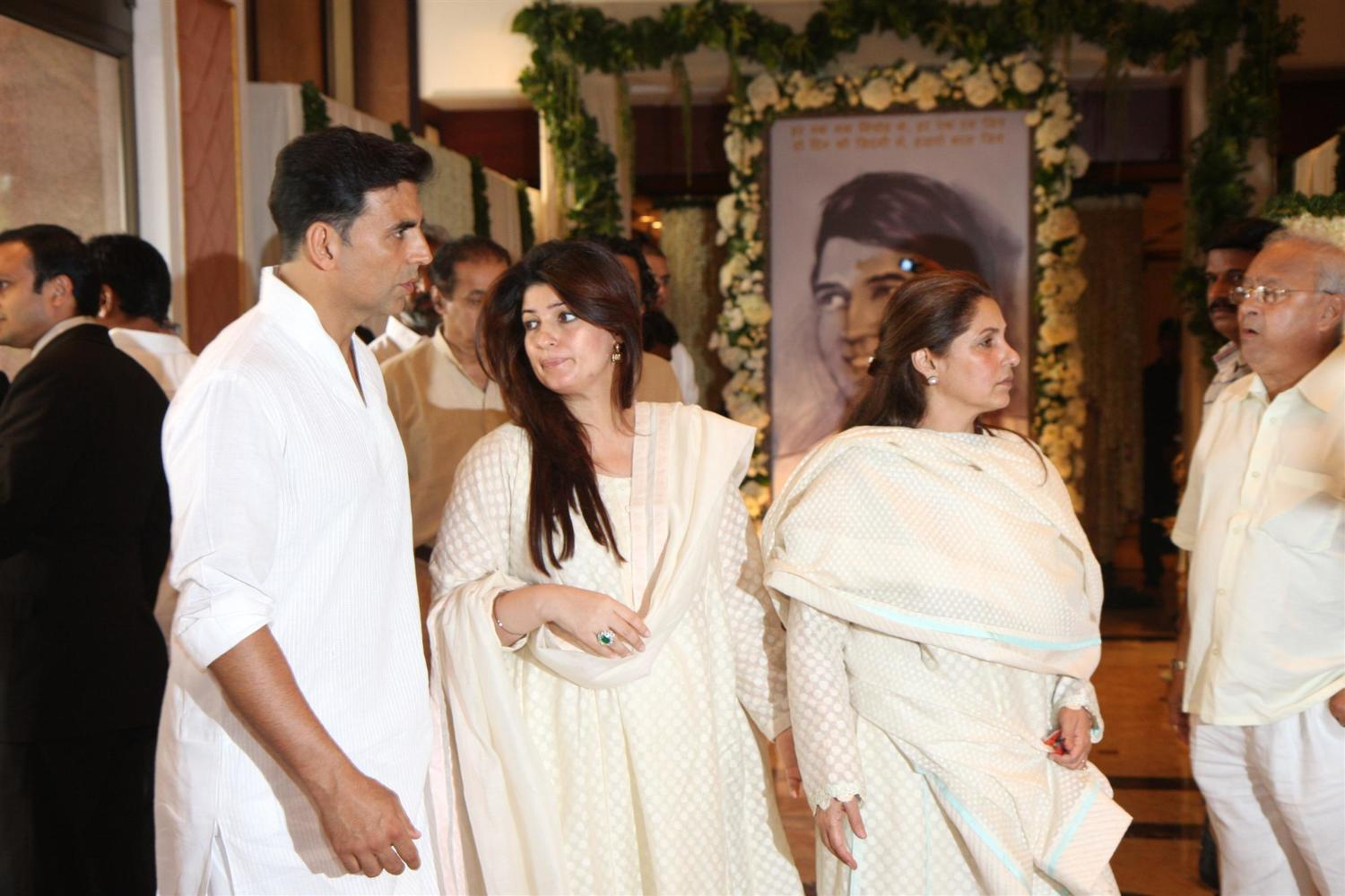 Law dimple kapadia at chautha ceremony of late actor rajesh khanna in