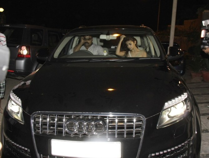 Alia Bhatt spotted travelling at midnight in her Audi Q7 car in Juhu  Mumbai  3