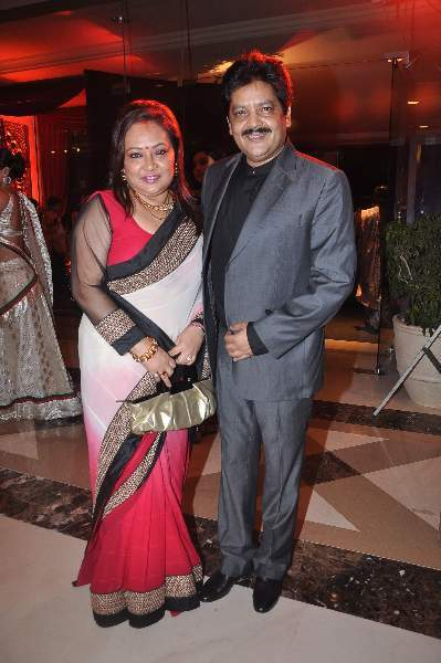 Udit Narayan with wife