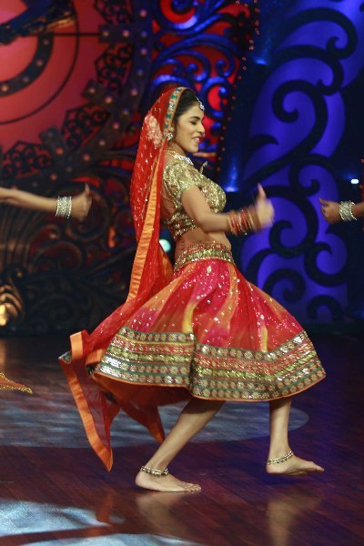Actress Genelia DSouza dancing on shooting sets of dance reality show Nachle Ve at RK Studios in Mumbai  3