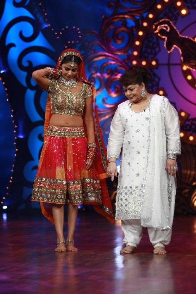 Genelia DSouza with choreographer Saroj Khan on shooting sets of dance reality show Nachle Ve at RK Studios in Mumbai  1