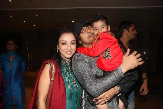 Singer Sonu Nigam with son Nevaan wife Madhurima at Grand Finale of India Kids Fashion Week 2012 in Mumbai