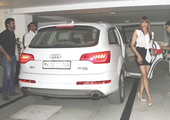bipasha basu spotted with her audi q7 car in bandra-photo1