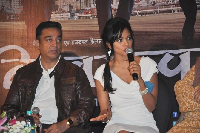 Kamal Haasan with Pooja Kumar at film VISHWAROOPPremiere tie up with VIDEOCON DTH announcing in Mumbai  5