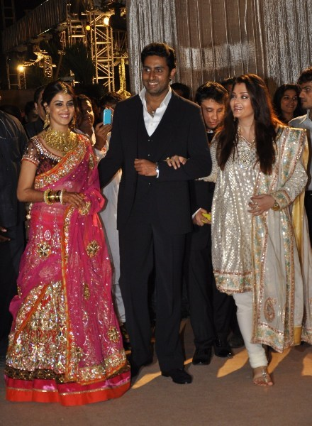 Genelia Posing Aishwarya Rai Bachchan And Abhishek At The Wedding Reception Of Dheeraj Deshmukh Honey Bhagnani In Mumbai