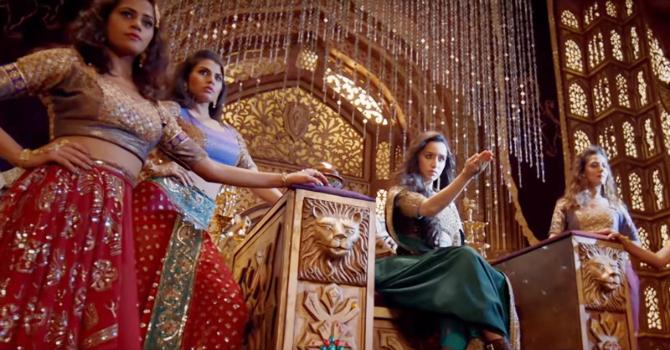 Shraddha Kapoor   Rajkummar Rao Stree Movie Milegi Milegi Song Pics  9