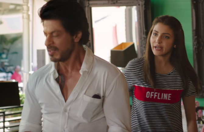 Anushka Sharma  Shah Rukh Khan Jab Harry Met Sejal Movie Pics  18