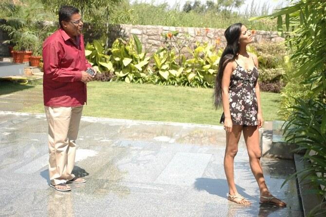 Poonam Pandey Movie 1st Schedule Completed  33