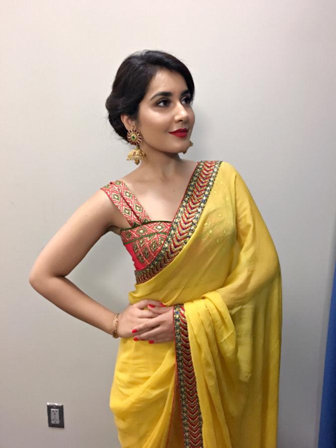 Raashi Khanna Saree Photoshoot  13