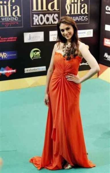Aditi Rao Hydari IIFA Awards 2012 Rocks Green Carpet Photo