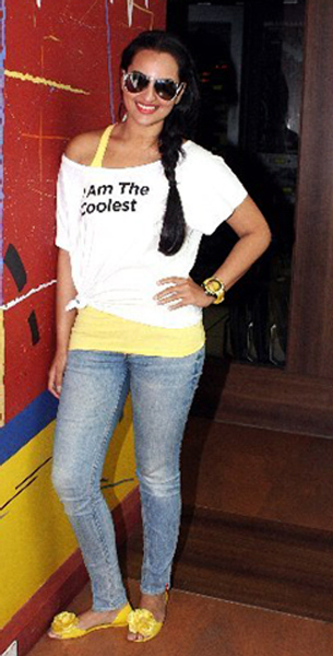 Sonakshi Sinha promoting film ROWDY RATHORE at BIG FM Studios in Mumbai Image
