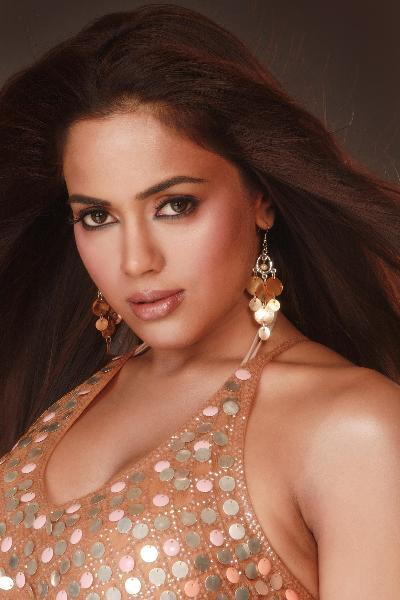 Sameera Reddy close up