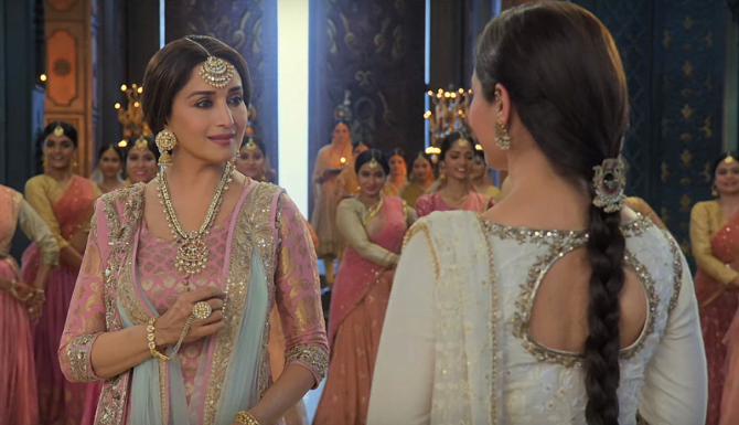 Alia Bhatt   Madhuri Dixit KALANK Movie Song Pic  2