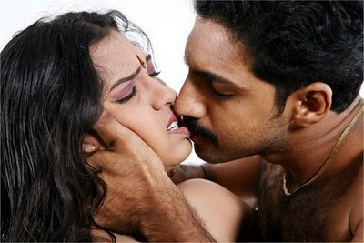 5zc9sdfw2ete4k37 d 0 spicy tamil actress rakhi sex scenes love making scenes in kadhal oosai stills