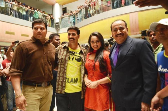 Akshay Kumar and Sonakshi Sinha posing with Shivaji Satam Dayanand Shetty of CID at the shoot integration of SONY Channel TV Serial CID with film Rowdy Rathore in Mumbai Photo