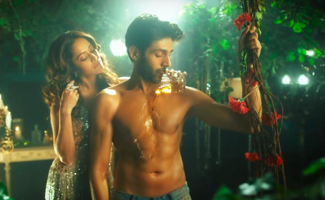 Nushrat Bharucha Sunny Singh  Kartik Aryan Sonu Ke Titu Ki Sweety Movie Song Pics 42