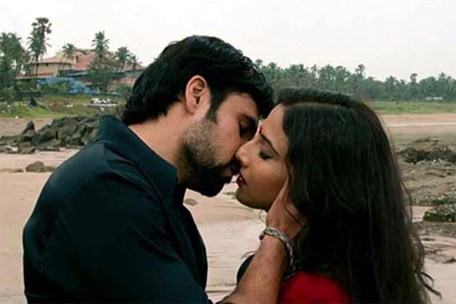 Vidya Balan Emraan Hashmi The Dirty Picture Kiss Photo