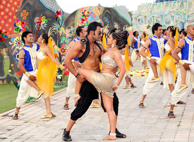 Prithviraj Rani Mukerji in Aiyyaa Hot Song Pic
