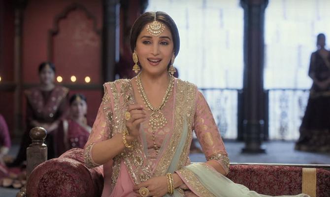 Alia Bhatt   Madhuri Dixit KALANK Movie Song Pic  9