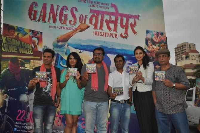 Entire team of film GANGS OF WASSEYPUR at the flag off of the Wasseypur Music Express and music launch of film GANGS OF WASSEYPUR Photo