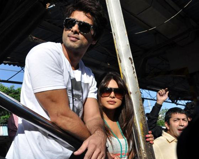 Shahid Kapoor Priyanka Chopra waiting for train to catch at Marine Lines station in Mumbai Pic