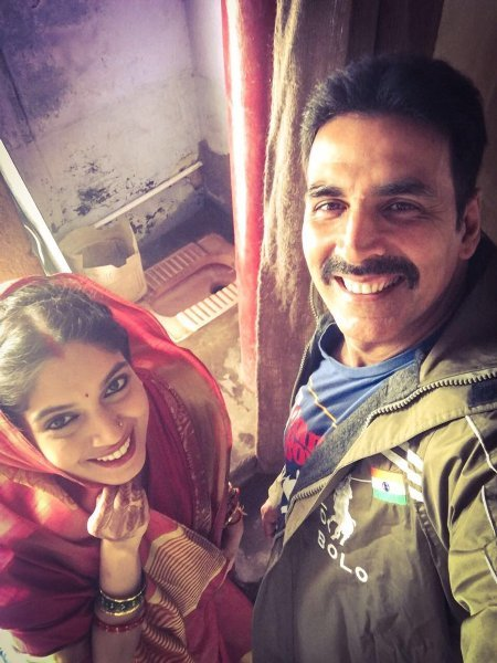 Akshay Kumar and Bhumi Pednekar Toilet Ek Prem Katha Movie First Look  2