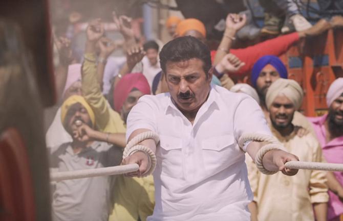 Sunny Deol starrer Yamla Pagla Deewana Phir Se Movie Photos  14