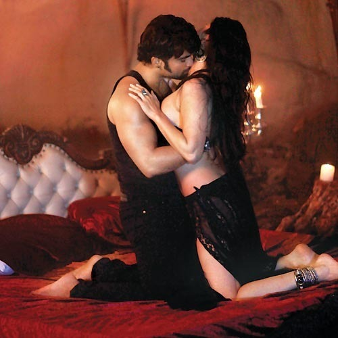 Sunny Leone Sachiin Joshi Jackpot Movie Hot Pic